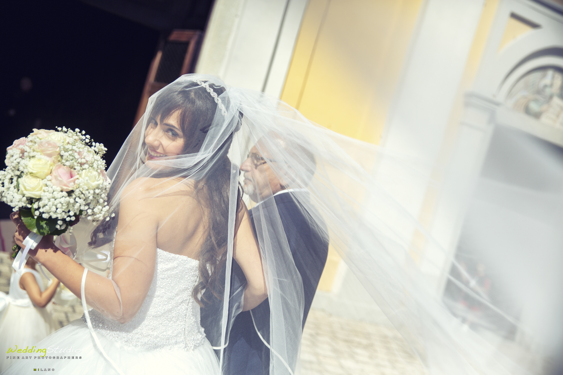 bellissima sposa con velo